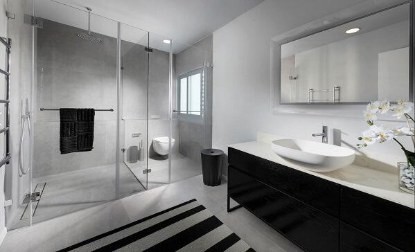 ארון אמבטיה בצביעה שחורה