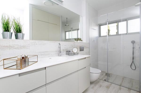 ארון אמבטיה בצבע בתנור לבן