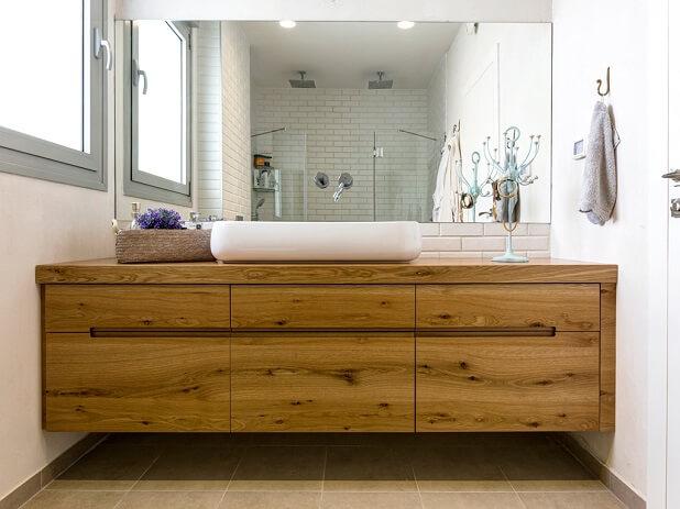 ארון אמבטיה מעץ אלון מבוקע