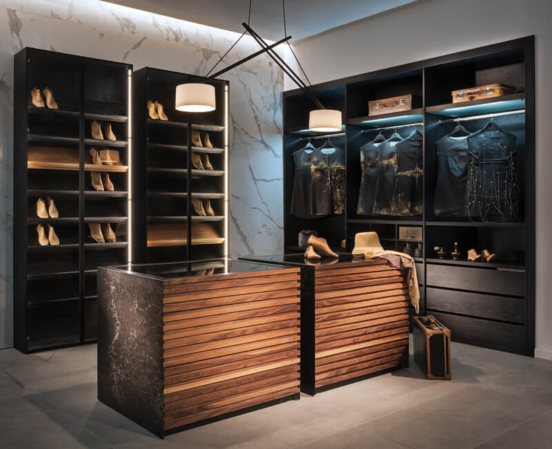 חדר ארונות מעוצב בהתאמה אישית ללקוח