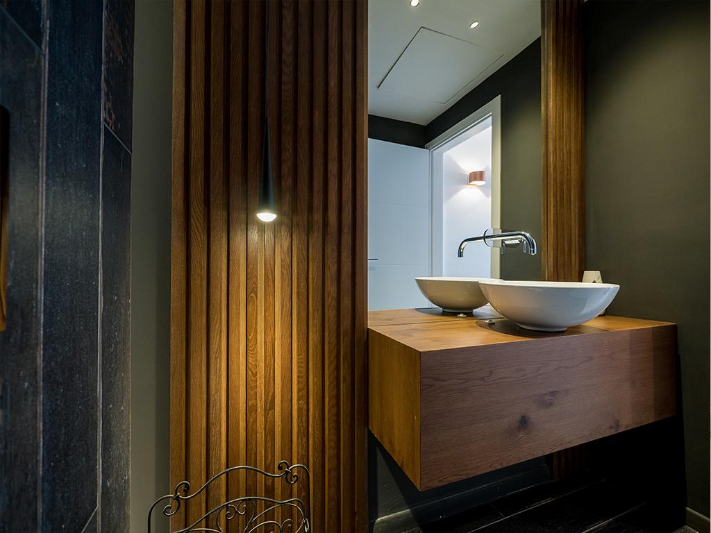 ארון אמבטיה מעץ אלון