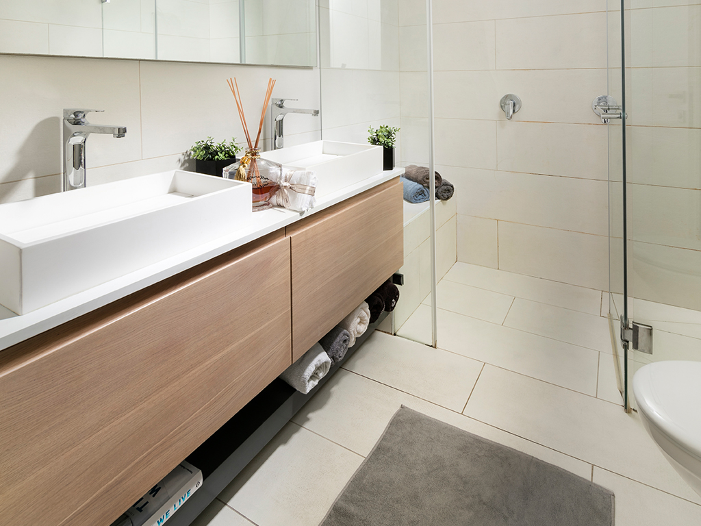 ארון אמבטיה מעץ אלון שטרייף