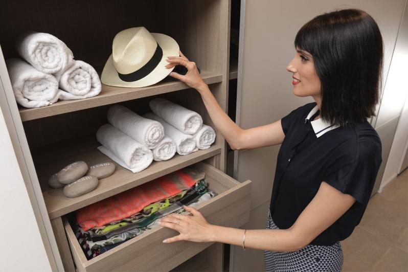 מגירה לתכשיטים בארון