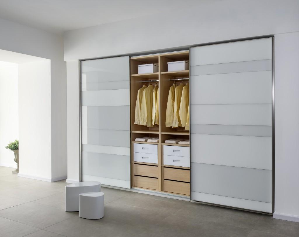 מגה וברק ארונות בגדים   המדריך השלם לבחירת ארון בגדים לבית - ארונות זדקה IP-38