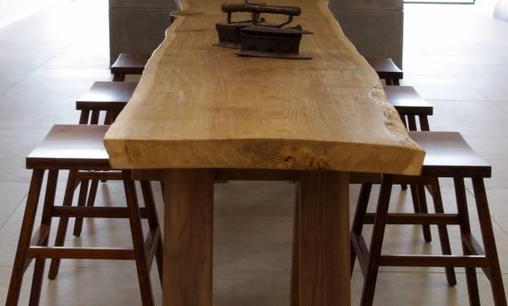 שולחן ישיבה מעוצב מעץ
