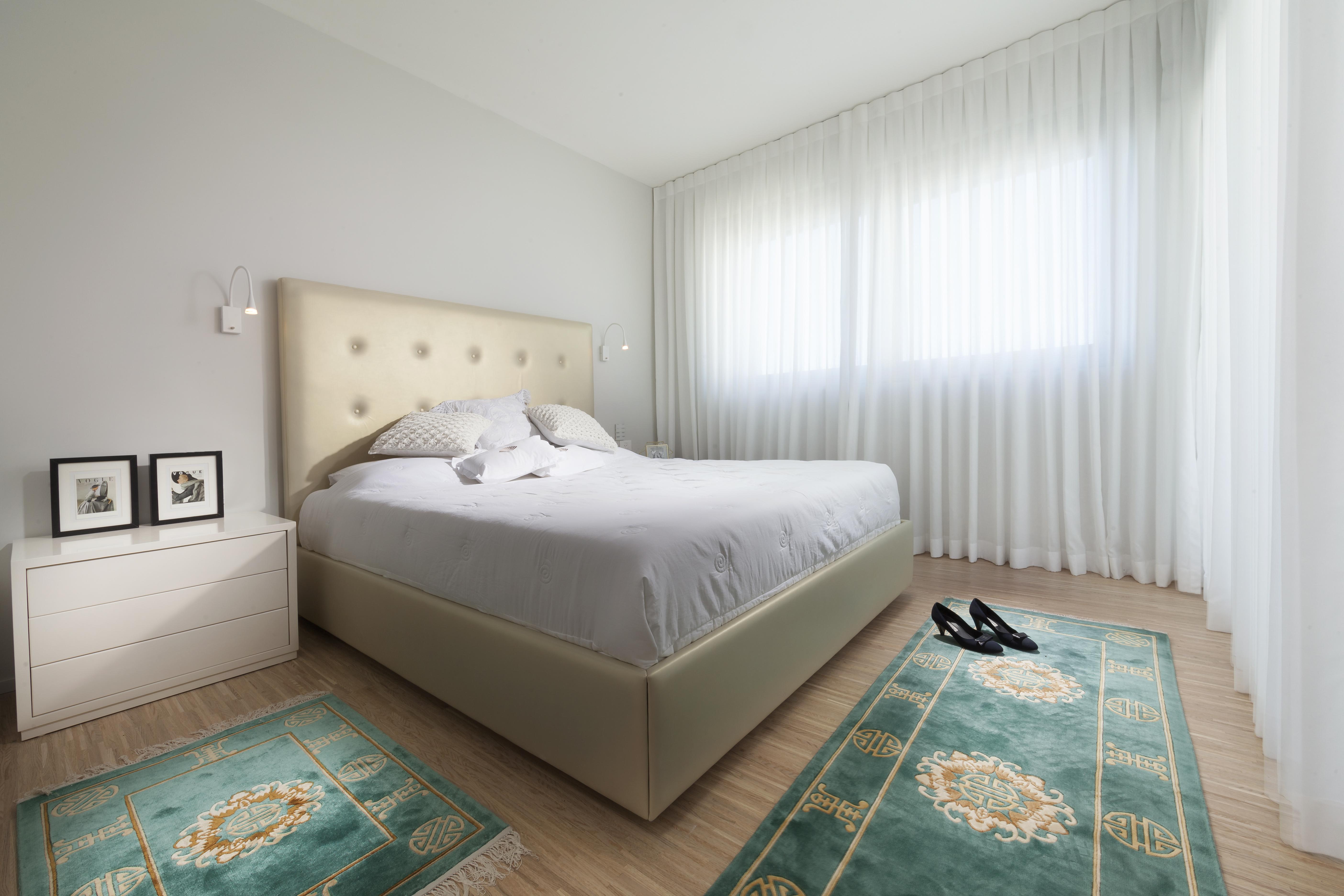חדר שינה מעוצב בצבע לבן