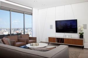 ארון הזזה מעוצב לסלון דגם מילואה זכוכית משי צבע לבן