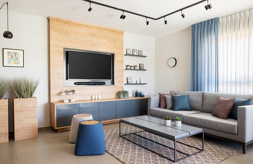 טלוויזיה על ארון קיר