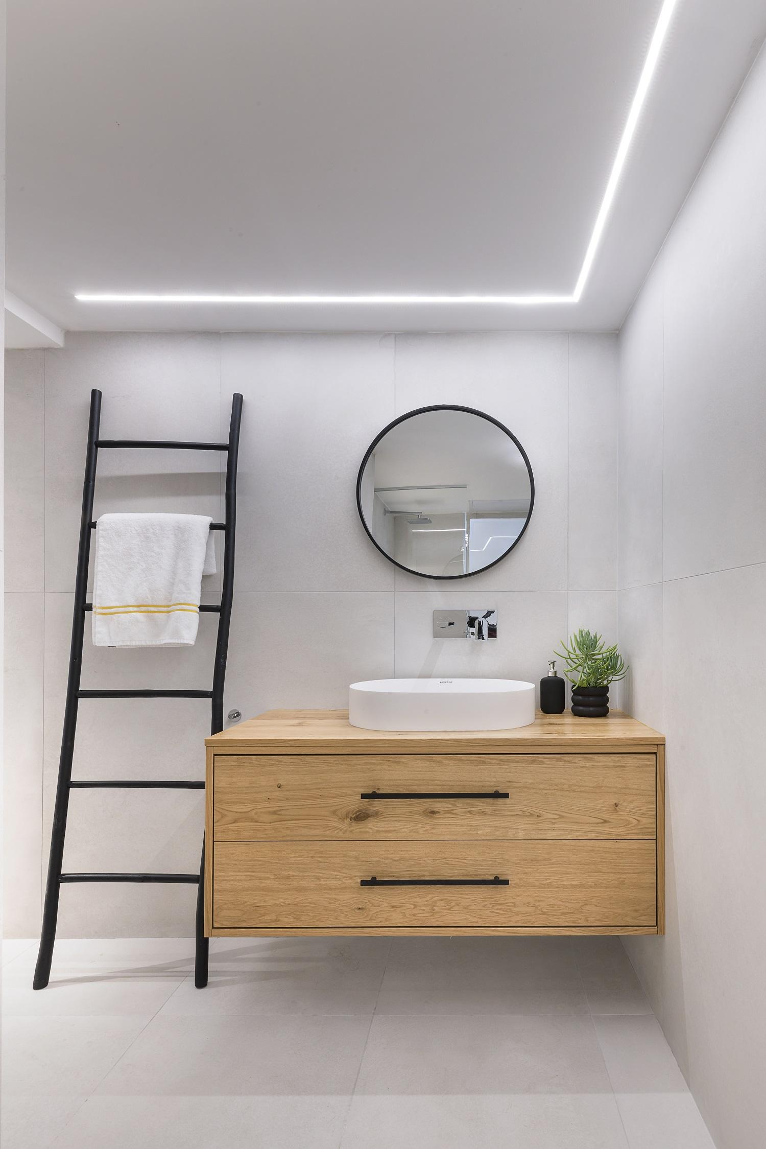 ארון אמבטיה מעץ מרחף