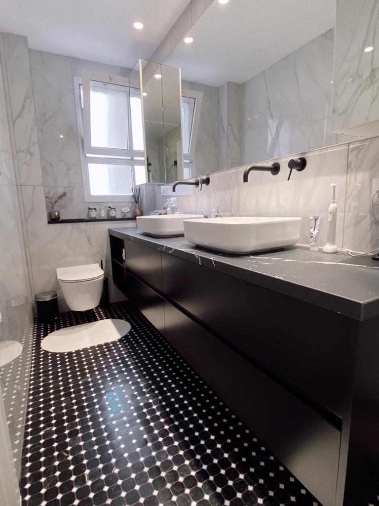ארון אמבטיה שחור מרחף