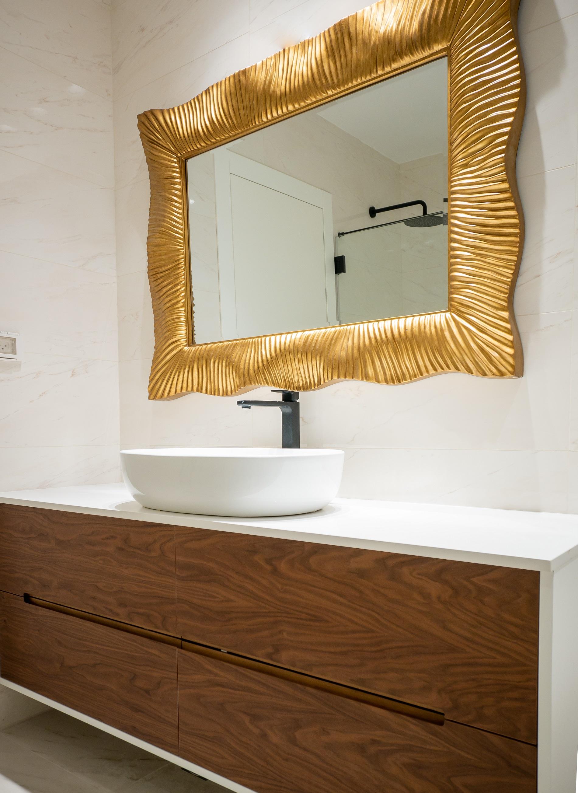ארון אמבטיה קלאסי בשילוב עץ